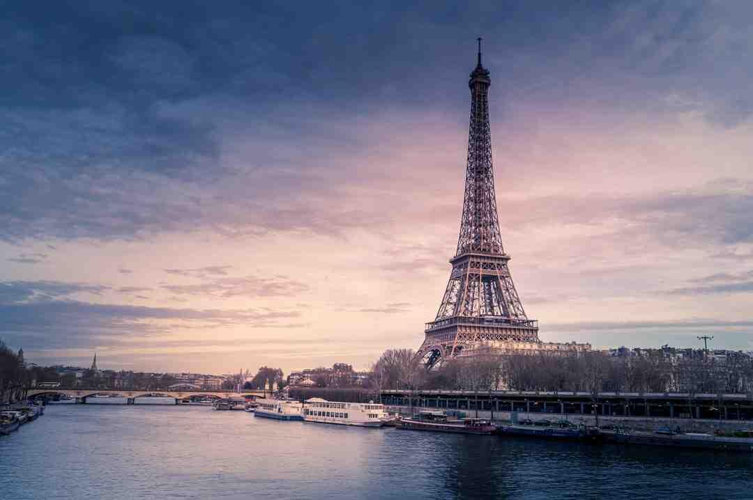 Quel est le premier centre commercial en France ?